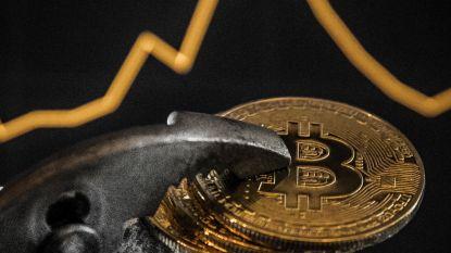 Bitcoin zakt naar laagste stand in 13 maanden