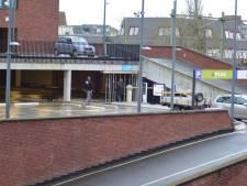Parkeergarage boven de Aldi Beestenmarkt Deventer uit voorzorg gesloten na vondst scheur
