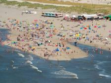 Poepbacterie zit in zee door overstromen riool en hitte
