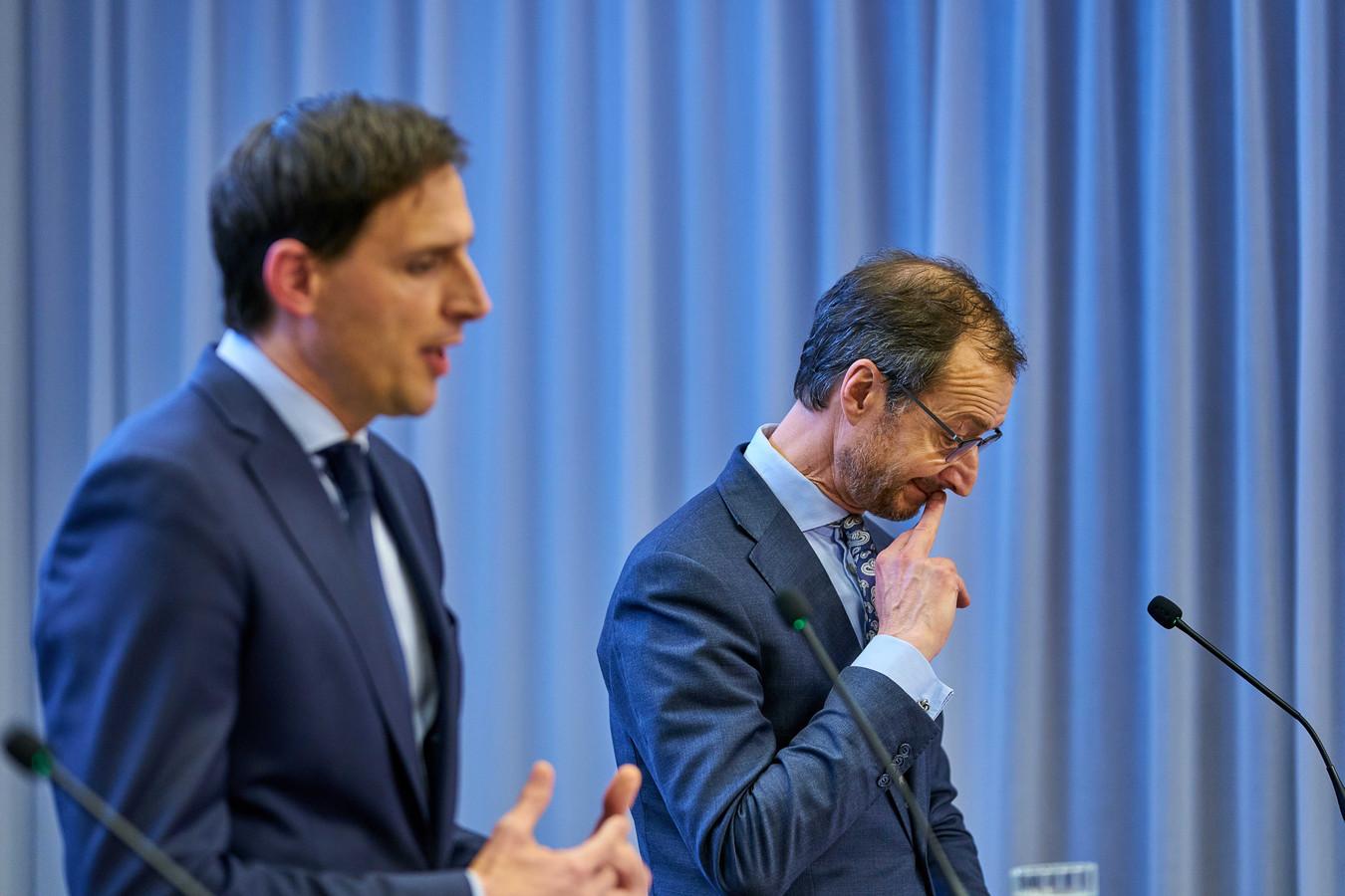 De ministers Eric Wiebes (Economische Zaken), Wopke Hoekstra (Financien) en Wouter Koolmees (Sociale Zaken en Werkgelegenheid) tijdens een persconferentie op het ministerie van Justitie en Veiligheid over de steunmaatregelen voor bedrijven in coronacrisis.