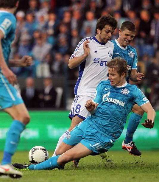 Gazprom is nu al shirtsponsor van Zenit en Schalke 04 (onder).