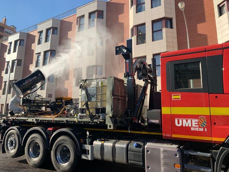 De geautomatiseerde sproeimachines worden in Spanje onder meer gebruikt om gebouwen te desinfecteren