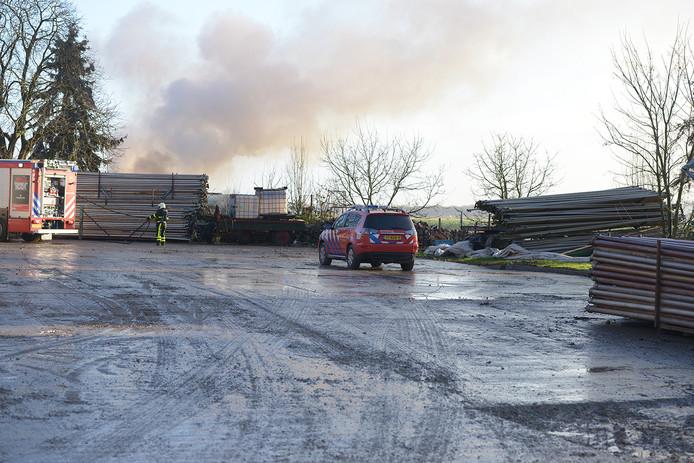De Heen - De hulpdiensten zijn maandag 2 januari uitgerukt naar de Zeelandweg-Oost in De Heen voor een brand in een caravan. Bij de brand kkwamveel rook vrij. Naast twee brandweer voertuigen zijn ook een ambulance en de traumahelikopter ter plaatse gekomen.  Bij de brand is één persoon gewond geraakt. Het slachtoffer is met spoed per ambulance naar het ziekenhuis vervoerd.