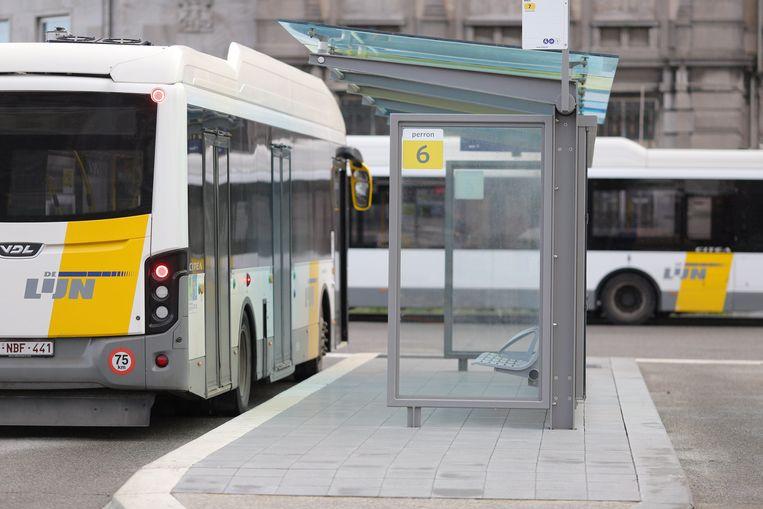 De bushalte aan het station van Oostende.       PICTURE NOT INCLUDED IN THE CONTRACT.  ! Only BELGIUM !
