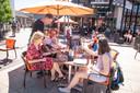 Het terras van Tastoe in Holten is Tweede Pinksterdag om 12.00 uur weer open gegaan.
