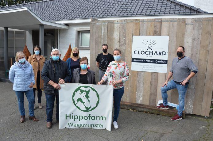 Carl Vervaet (rechts) van Villa Clochard steunt de werking van vzw Hippofarm met een spaghettiverkoop.