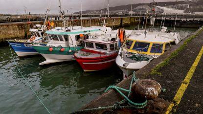 Migranten steken Kanaal over met gestolen vissersboot