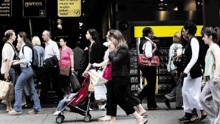 Londen, mei 2008. Engelsen worstelen niet langer met diversiteit; al die migranten - Polen bijvoorbeeld - komen hen juist goed uit. (FOTO EPA, ANDY RAIN ) Beeld