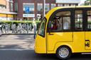 De gele Bringo-busjes mogen niet rondrijden in Zutphen omdat ze geen kenteken hebben en voor de wet niet bestaan.