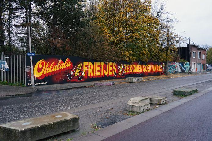 In de vijf Vlaamse provincies brengen bekende street artists een week lang een ode aan de frietjes van de frituur.
