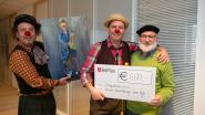 Zorgclowns krijgen mooie cheque van kunstkring Den Hof