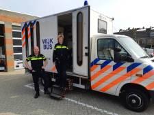 Politie zoekt mensen in Den Bosch op met speciale wijkbus: ook voor heftige incidenten