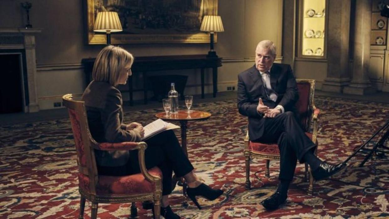 BBC-journalist Emily Maitlis in gesprek met prins Andrew. Beeld BBC