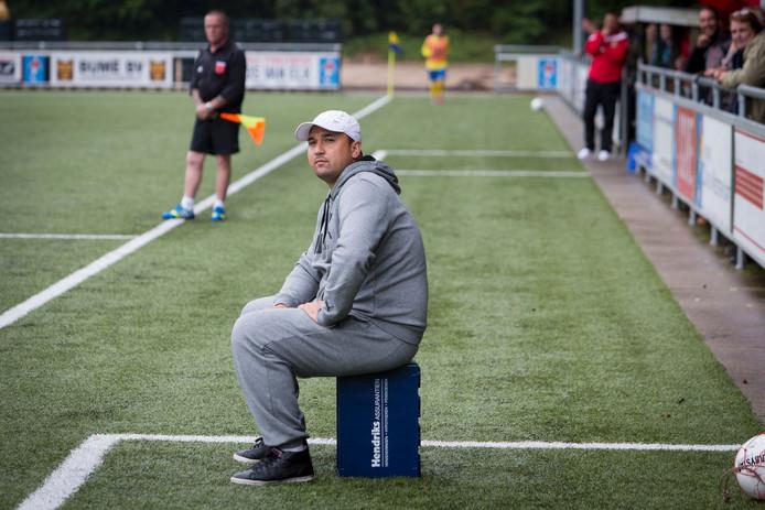 SC Veluwezoom-trainer Jhon van Beukering.