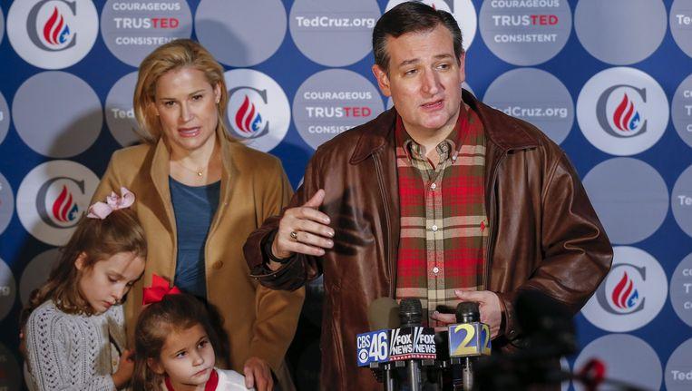 Ted Cruz en zijn gezin tijdens een campagnebezoek in Nebraska. Beeld EPA