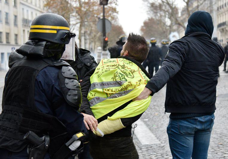 Afgelopen weekend werden er meer dan 400 gewelddadige protestanten opgepakt door de politie.