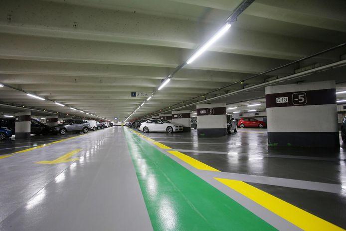 De bende sloeg toe in vier ondergrondse parkings in Brugge.