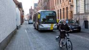 Nieuw asfalt, want bussen rijden Sint-Jorisstraat stuk