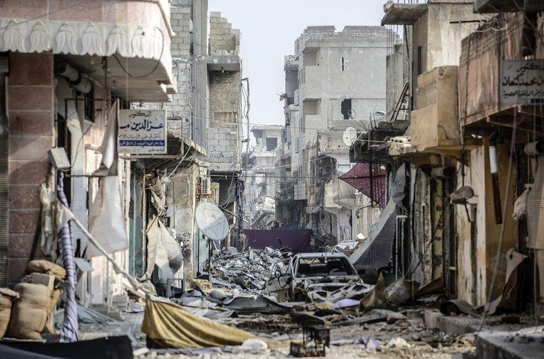 Na vijf jaar burgeroorlog hebben de Syriërs de hoop verloren dat ze nog terug kunnen naar hun thuisland. Op deze foto is de vernietiging te zien in de Syrische stad Kobani. Beeld afp