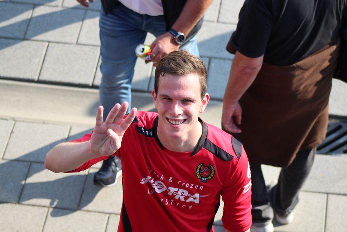 Guus de Leeuw (was vier keer trefzeker namens Yerseke tegen NSVV (5-0).