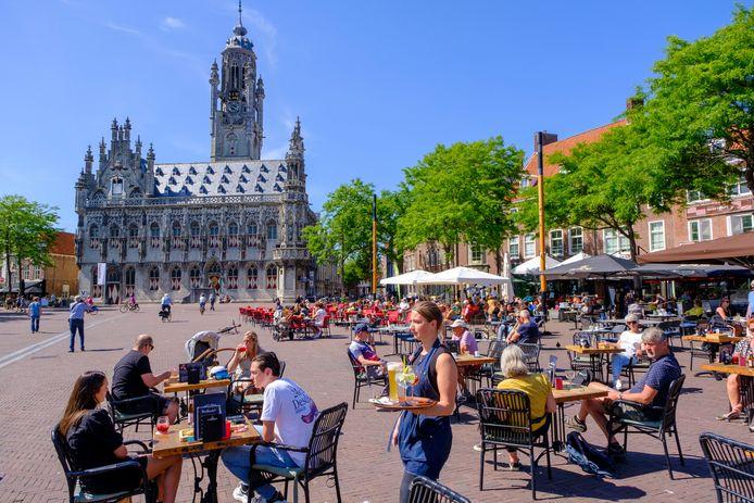 Terrassen op de Markt in Middelburg.