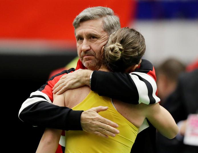 Simona Halep met haar coach Thierry Van Cleemput.