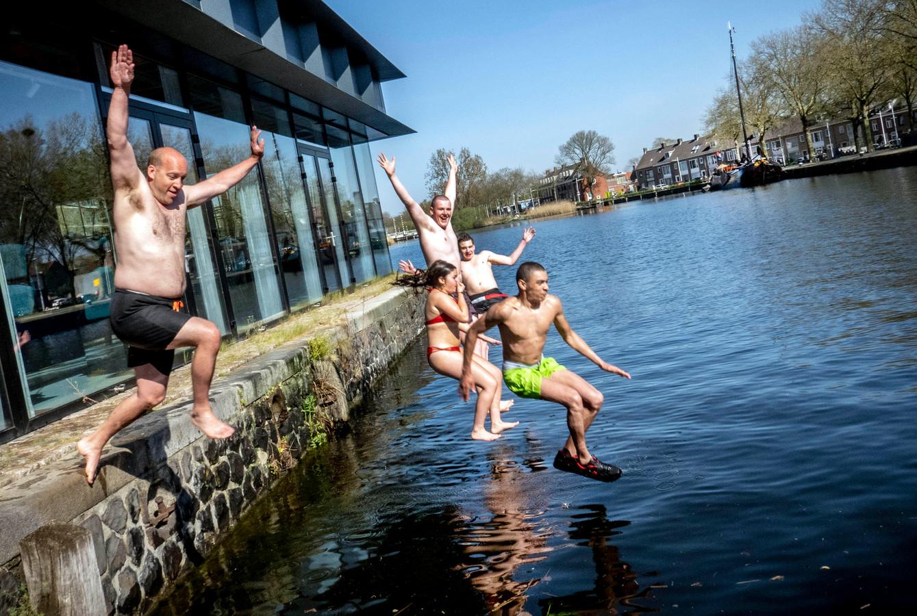 Het plan voor een zwembad in de Piushaven kreeg de afgelopen maanden al bijval van Tilburgers, sinds gisteravond ook van veel raadsleden. Die sturen aan op een proef.