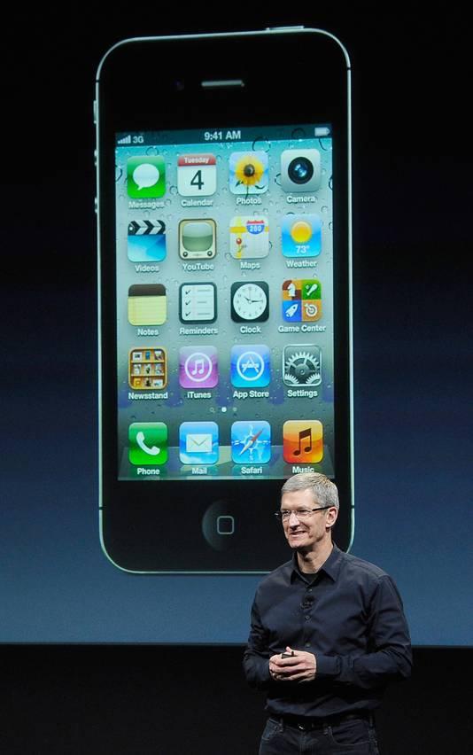 Fini le col roulé de Steve Jobs. Place à la chemise foncée de Tim Cook.