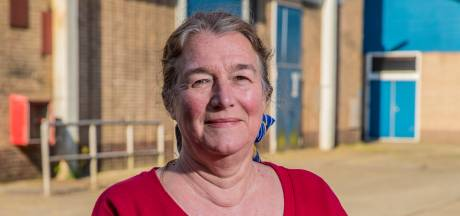 Lintje Ariane van Burg bij afscheid als raadslid in Apeldoorn