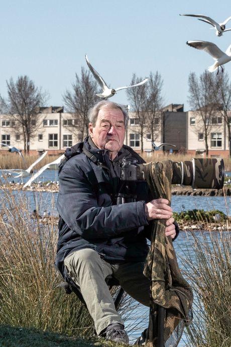 Adri (74) had een zware burn-out en vindt nu rust als vogelfotograaf