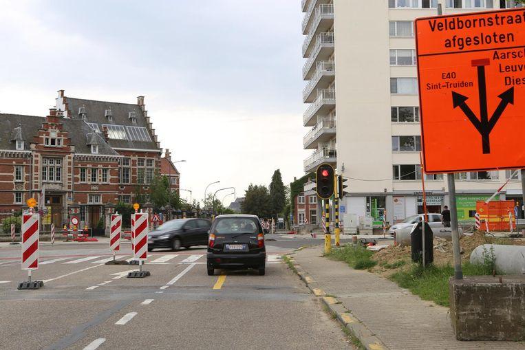 Het kruispunt van de Vesten met de Veldbornestraat gaat eind deze week nog niet opnieuw open.