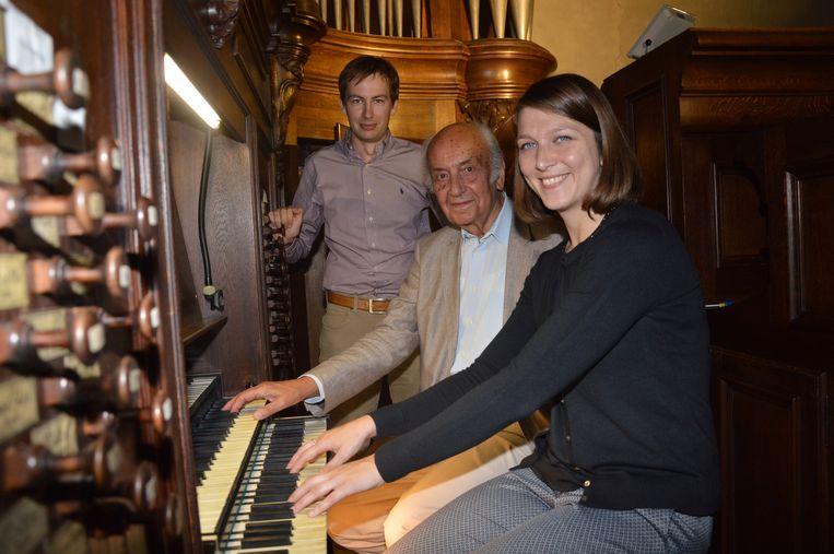 Orgelisten Frederik Van Rampelberg, Kamiel d'Hooghe en Katrien Vernaillen aan het orgel.