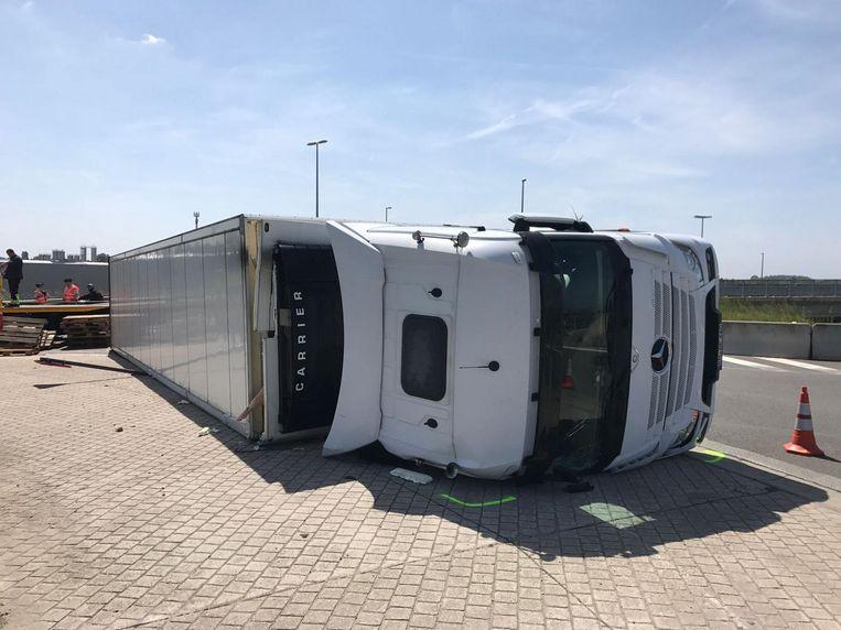 Het ongeval gebeurde aan het op- en afrittencomplex van de E19.