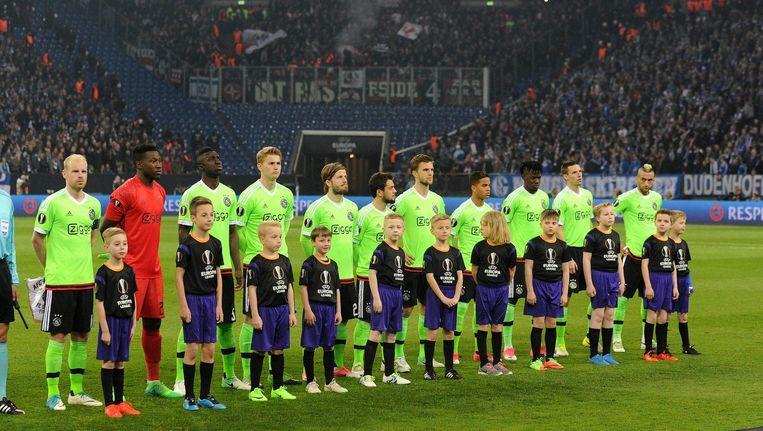 De basiself van Ajax voorafgaand aan het gewonnen kwartfinaleduel met Schalke 04 op 20 april Beeld Pro Shots