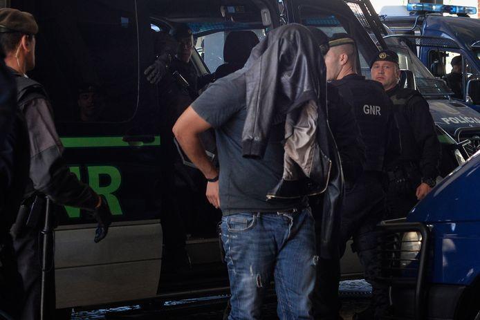 De Portugese politie arresteert een Sporting-fan.