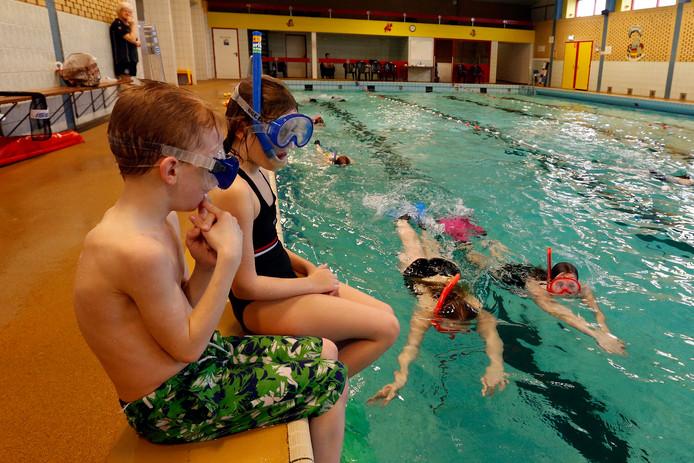 Snorkelles in het zwembad in Gemert.
