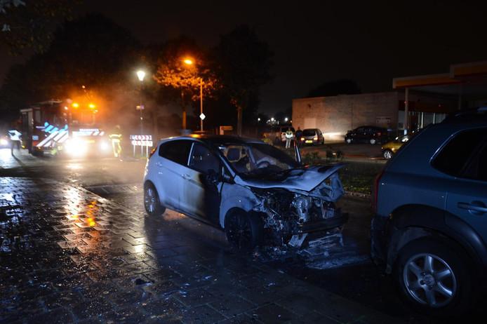 De auto vloog door een onbekende oorzaak in brand