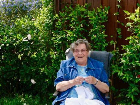 Oma Plukkebol: het wonder achter de naaimachine dat kleine Delftenaartjes omtoverde tot kabouter of piet