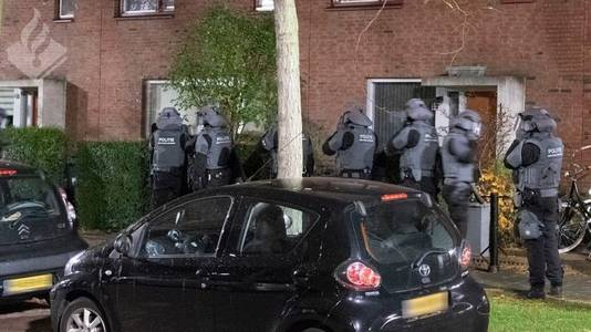 Bij de actie zijn zo'n 800 politiemensen betrokken.