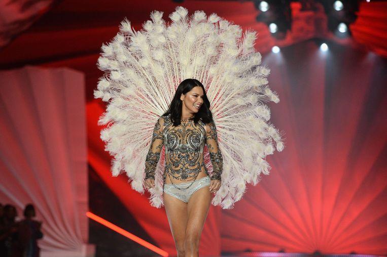 Adriana Lima loopt de show voor de laatste keer.