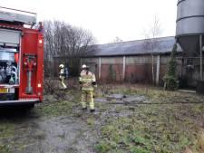 Tieners stichten brand in schuur van voormalige bouwmaterialenhandel in Groesbeek