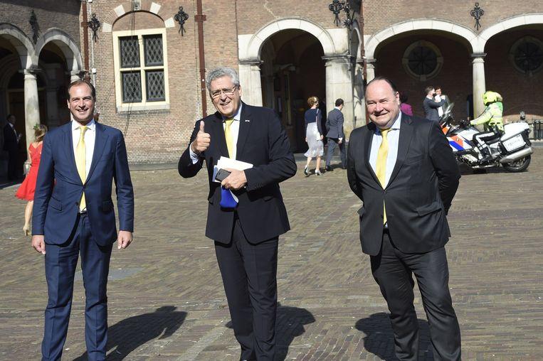 Henk Krol (midden) en Henk Otten (rechts), de Tweede Kamerfractie van de Partij voor de Toekomst op het Binnenhof. Links hun Eerste Kamerlid Jeroen de Vries. Beeld Patrick van Emst / BrunoPress