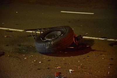 Leursebaan Breda bezaaid met brokstukken na botsing tussen twee auto's, drie inzittenden gewond