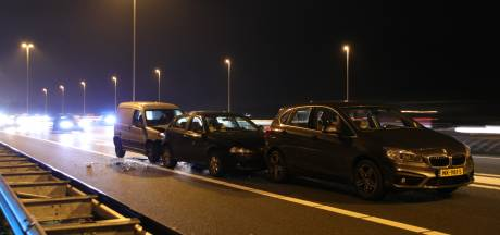 Vier auto's botsen op afrit A12 bij Veenendaal