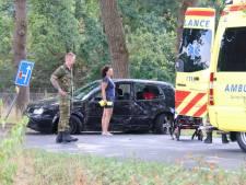 Kinderen gewond na botsing auto tegen boom op Koningsweg bij Arnhem