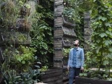 Tuinieren van de toekomst: Jonathan en zijn verticale groente- en kruidentuin
