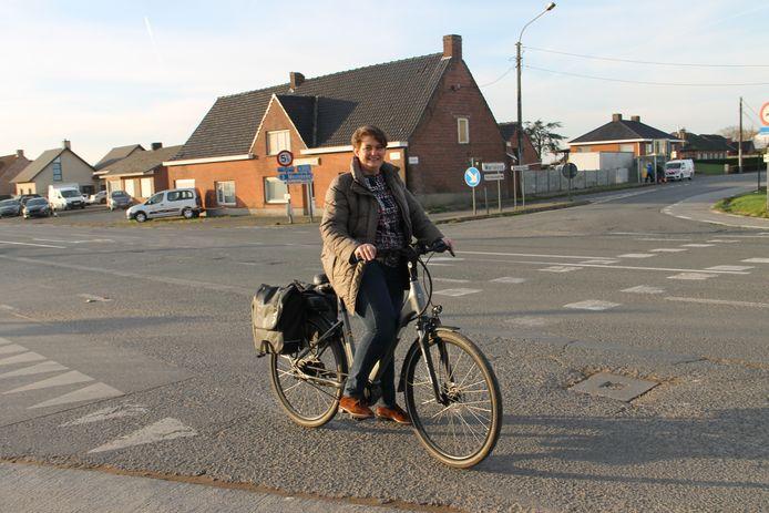 Mobiliteitsschepen Katrien Seys van Meulebeke in de Gentstraat.