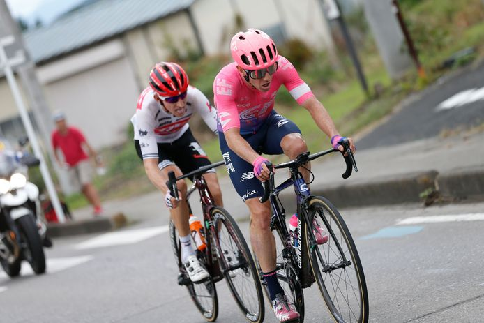 Bauke Mollema (links) en Michael Woods.