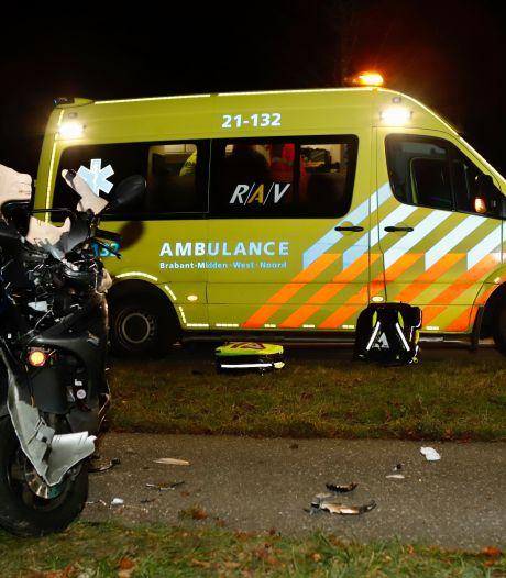 Voetgangster en scooterrijder raken gewond bij botsing in Oeffelt