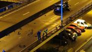 Maserati rijdt 30 meter vangrail op Keizerviaduct kapot